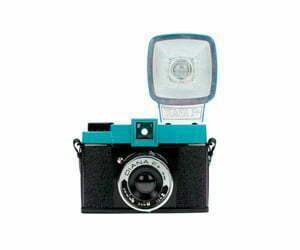 comprar camara analogica lomography 35mm usar y tirar recargables y de formato medio con descuento