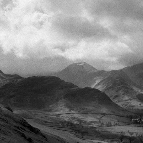fotografia de carrete 35mm de apisaje de montaña con nubes lista para comprar al mejor precio en la web