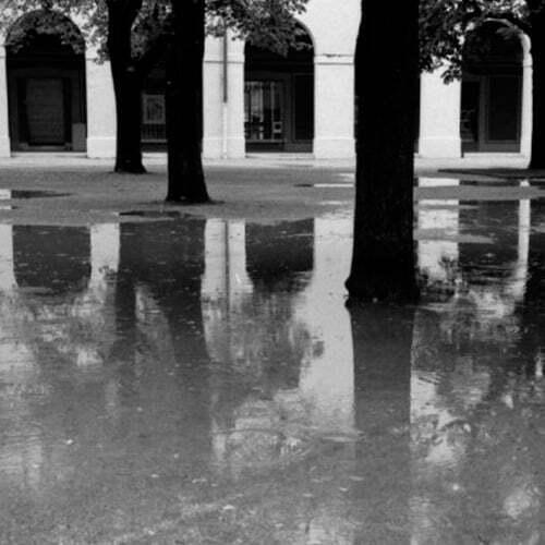 fotografia de reflejos en blanco y negro con gran acutancia y disponible en varios formatos de fotografia para cmaras analogicas